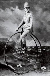 Elsa von Blumen, amerikanische Radfahrerin in einem interessanten Fahrradkostüm, 1889.