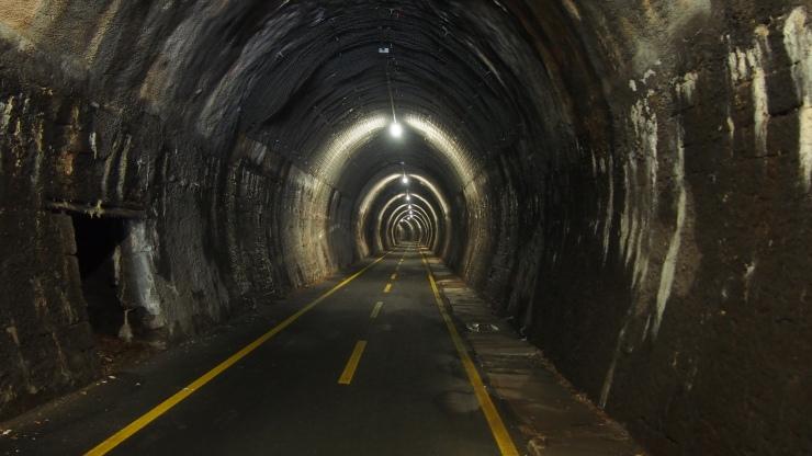 Tunnel mit Beleuchtung, keine Selbstverständlichkeit