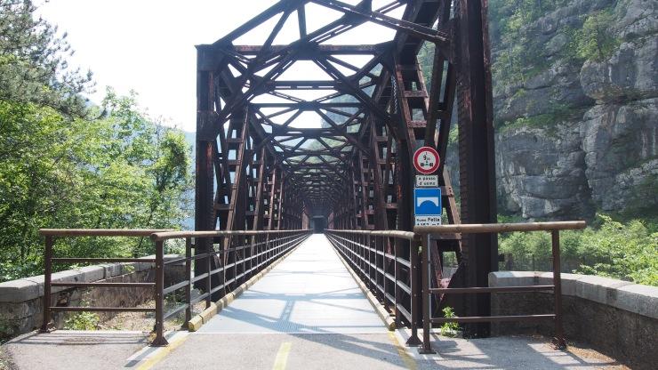 163 Meter langes Eisenviadukt über den Fluss Fella